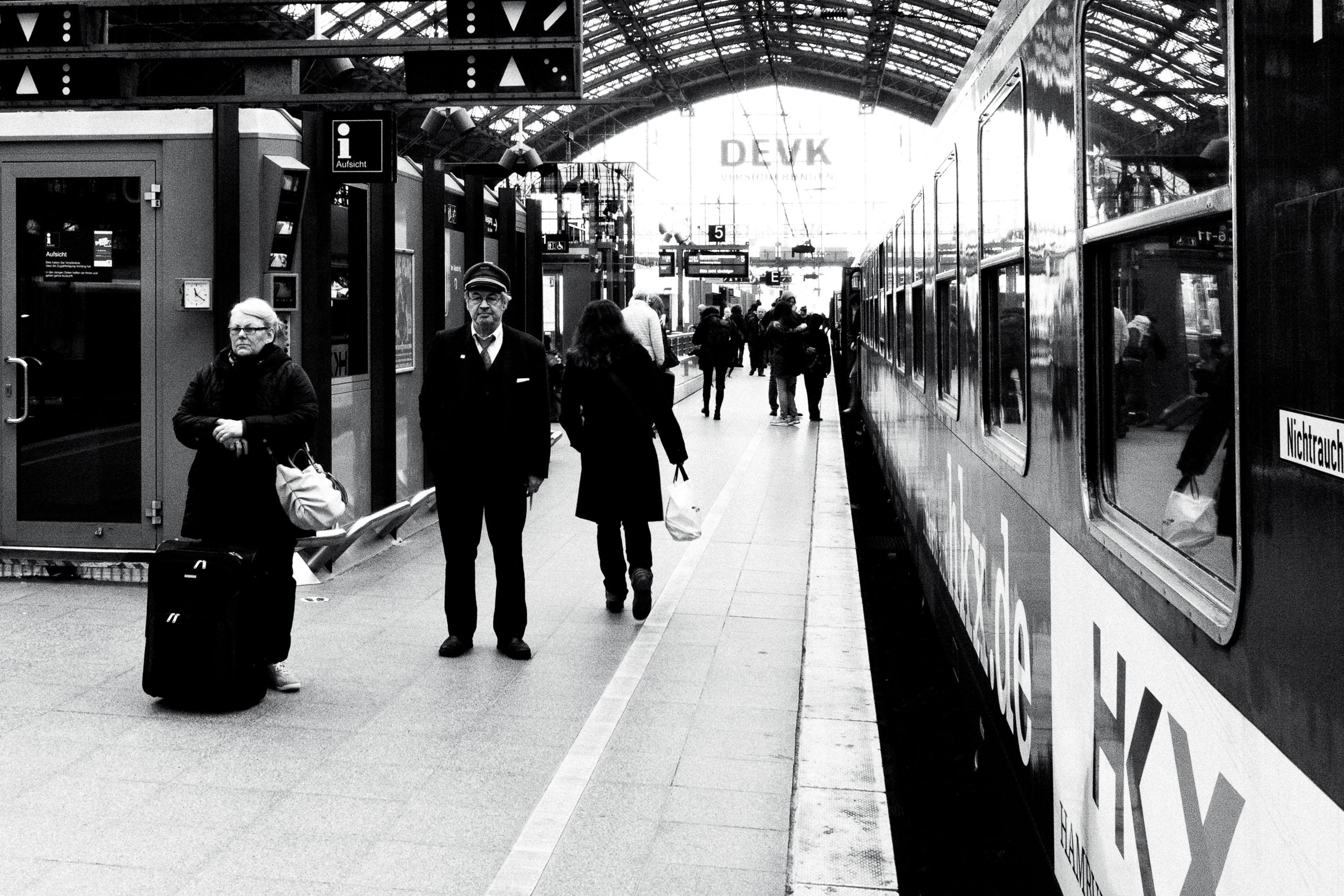 Sven-Michael---S-2013--7-[waiting-for-the-train]---©-Sven-Michael-Golimowski.jpg